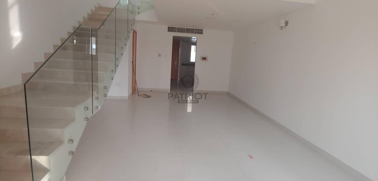 2 1 Month Free l Spacious l Vacant