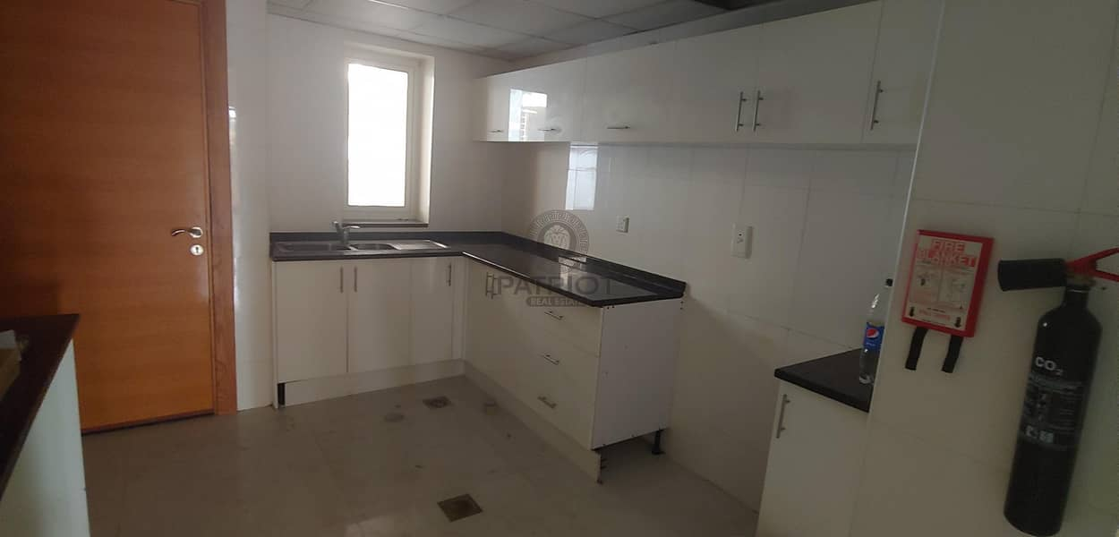 16 1 Month Free l Spacious l Vacant