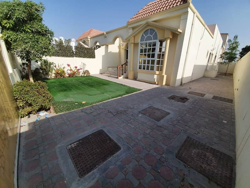 **FULLY PRIVATE**VERY WELL MAINTAINED LARGE SINGLE STOREY 3 BR-PRIVATE GADEN-MAID VILLA FOR JUST