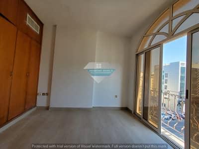 فلیٹ 3 غرف نوم للايجار في الوحدة، أبوظبي - شقة في شارع الوحدة (شارع دلما) الوحدة 3 غرف 57000 درهم - 4872133