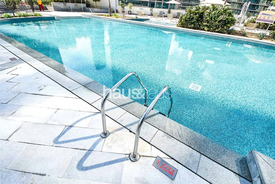 2 Fully furnished and Modern 1 BR Available 10/12