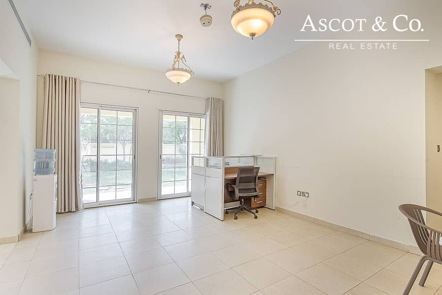 2 Large 5 bed + m|Family Room | View Today