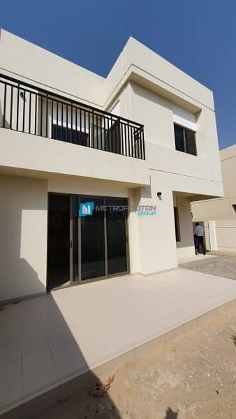 2 Spacious 4 Bed Townhouse| Community View| Tenanted