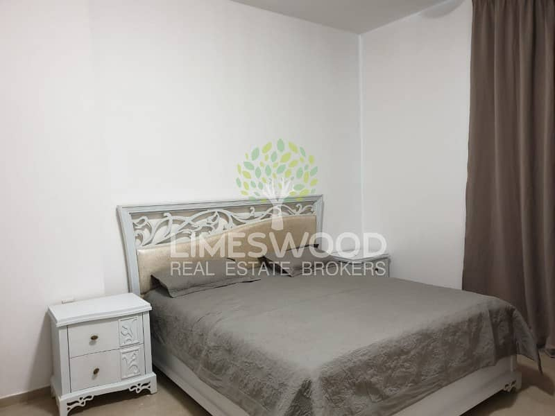 2 Fully Furnished 3 Bed+ Terrace ! Available for Rent