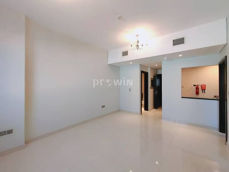 Very well Maintained 1BR | Semi Closed Kitchen | Upto 4cheques | Good Location