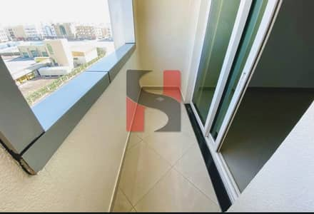 استوديو  للايجار في تجارية مويلح، الشارقة - Spacious Studio Apartment | Wide Space + Balcony |  American Style Kitchen