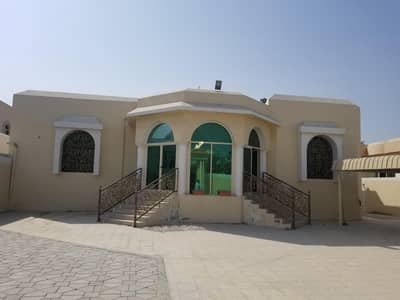 4 Bedroom Villa for Rent in Al Jurf, Ajman - Luxury villa of 8000 feet and 4 rooms AND HALL&MAJLIS for rent