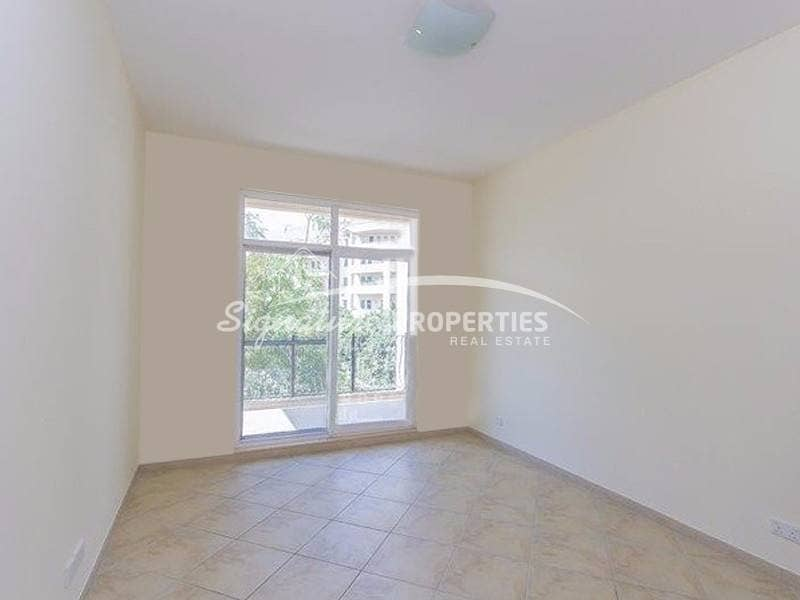 1 Bennet house direct pool view spacious unit