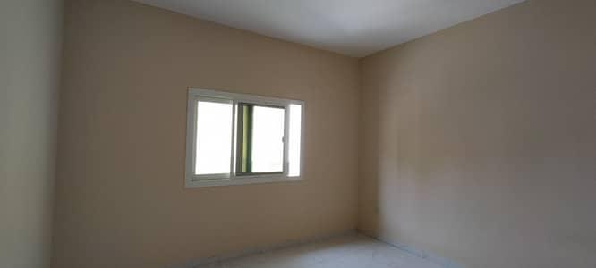فلیٹ 1 غرفة نوم للايجار في القليعة، الشارقة - بناية جديدة مكونة من غرفة نوم وصالة مع بلكونة في منطقة القليعة للعائلات فقط 19 ألف اتصل ب م. حنيف