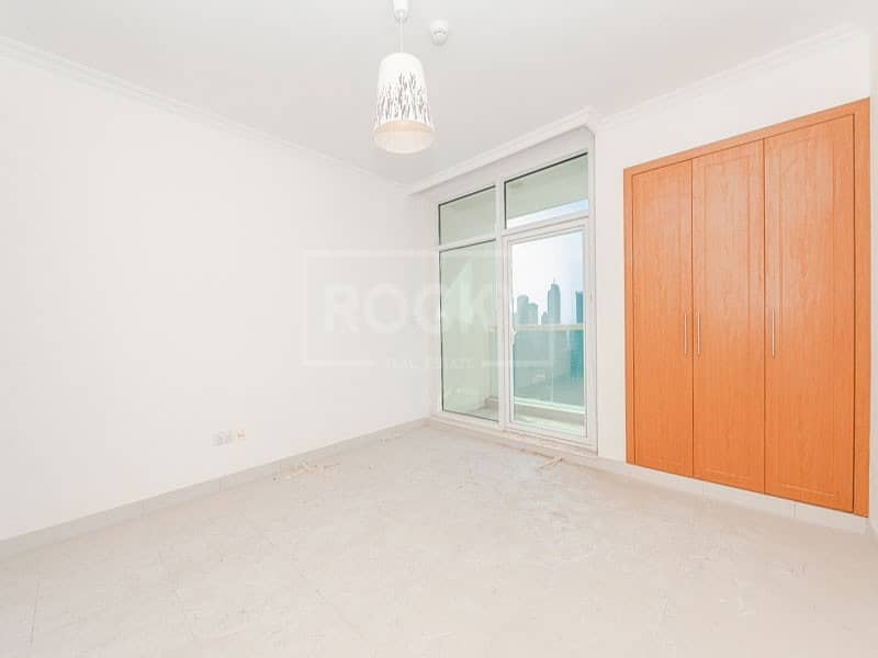 2 2-Bed plus Maids | Marina View | Closed Kitchen