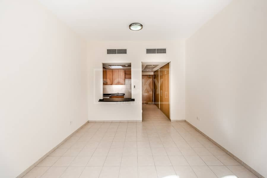 2 Chiller Free|Close to Metro|Well Maintained