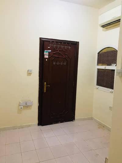 استوديو  للايجار في مدينة زايد، أبوظبي - Master-Room Unit | Opposit Madinat Zayed Center - Abu Dhabi Villa | Mint Condition