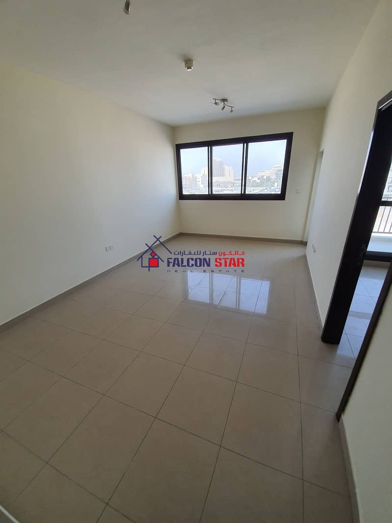 2 300/- SPACIOUS ONE BEDROOM l LAUNDRY AREA - CHILLER FREE !