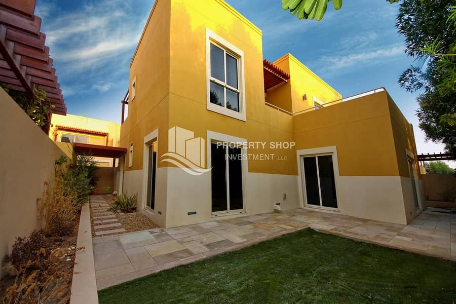 Perfectly Designed Immaculate Villa w/ Pvt Garden!