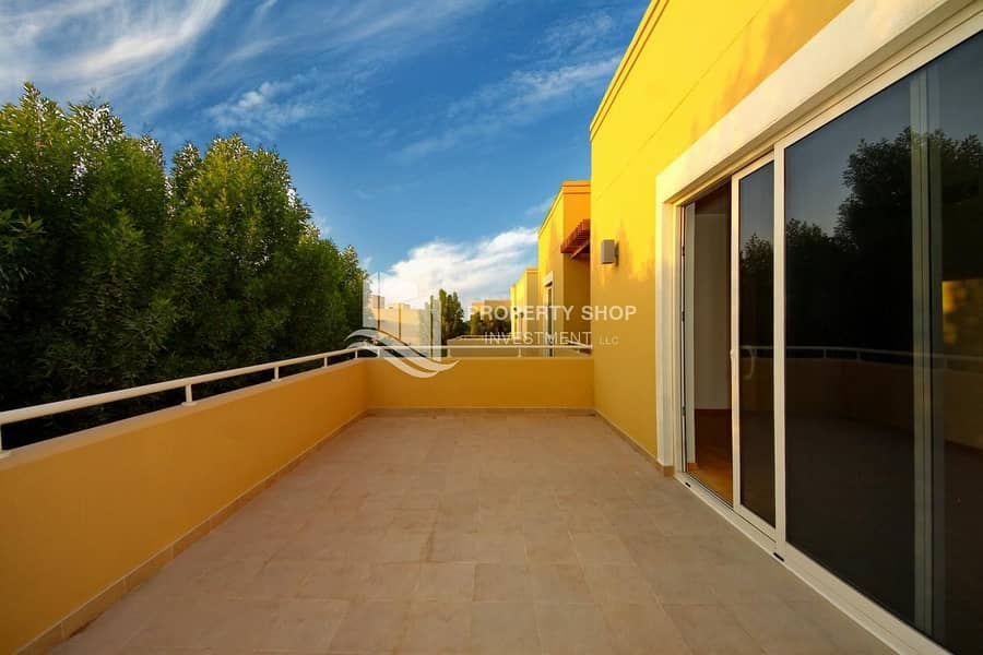 2 Perfectly Designed Immaculate Villa w/ Pvt Garden!