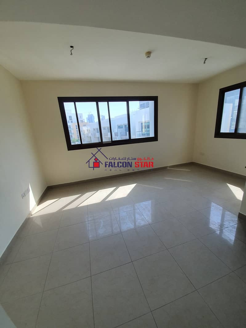 PAY MONTHLY LIVE YEARLY l BRIGHT 1 BEDROOM WITH SEPARATE LAUNDRY AREA !