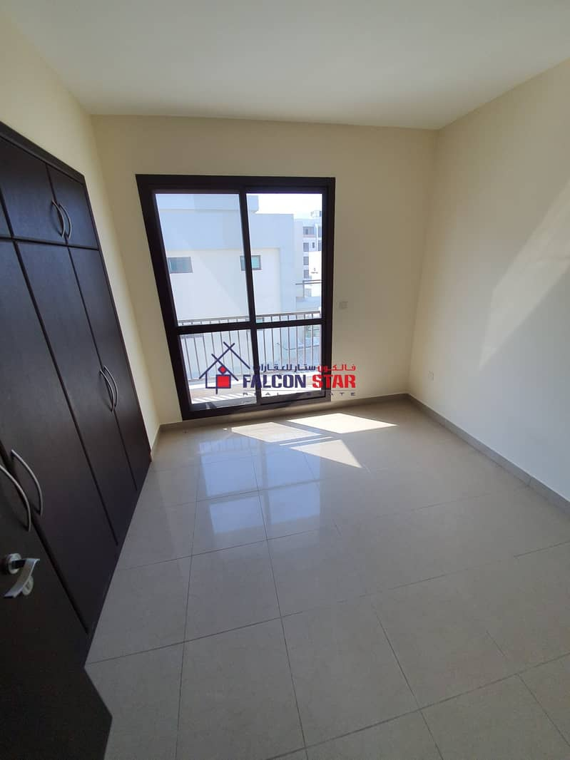 2 PAY MONTHLY LIVE YEARLY l BRIGHT 1 BEDROOM WITH SEPARATE LAUNDRY AREA !