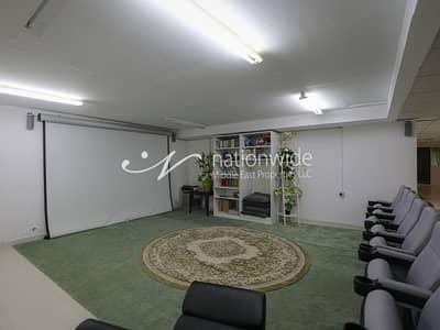 6 Bedroom Villa for Sale in Khalifa City A, Abu Dhabi - A Huge Villa w/ Pool