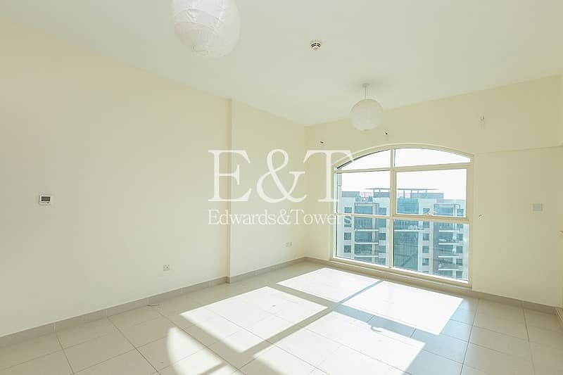 2 Bright One Bed   Golf Course View   Vacant