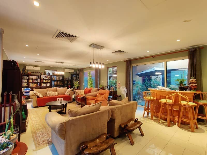 2 o Transfer Fees- Huge 5BD Villa with a Pool and Maid's Room