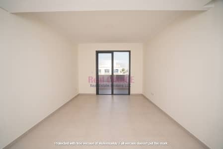Vacant Now  Freehold 2 BR Estate  Top Amenities