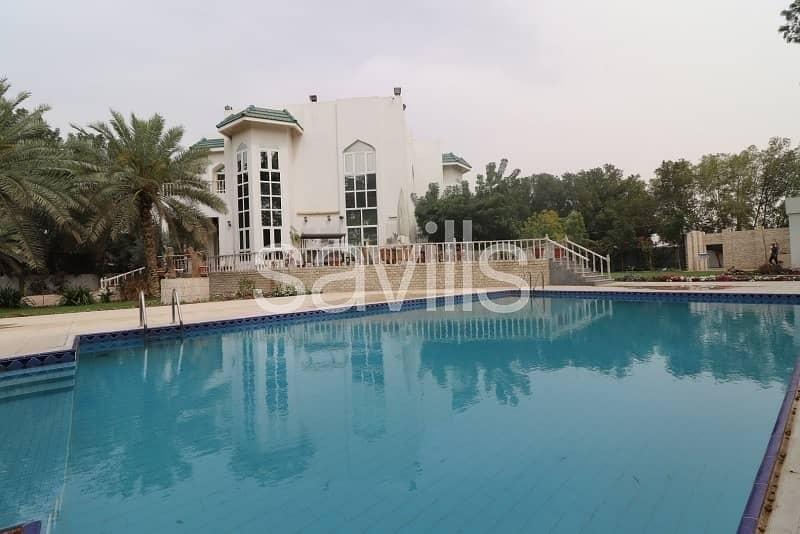 Al Tala'a spacious villa with garden and private pool