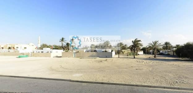 Plot for Sale in Umm Suqeim, Dubai - Near to open Beach   Land for Sale!