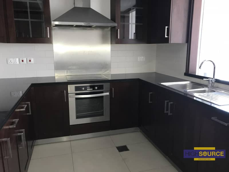 2 Spacious & Bright 1 bedroom with Burj view