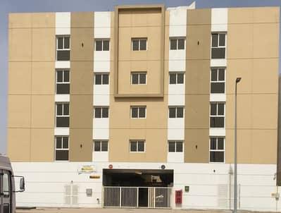 سكن عمال  للايجار في جبل علي، دبي - سكن عمال في جبل علي المنطقة الصناعية جبل علي 21600 درهم - 4884569