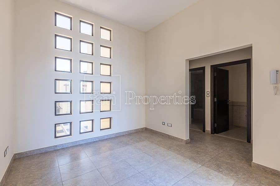 2 Good location | Single Row | Corner | Upgraded |