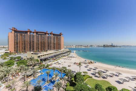 2 Bedroom Flat for Sale in Palm Jumeirah, Dubai - Panoramic Sea View | Beach Access | Furnished