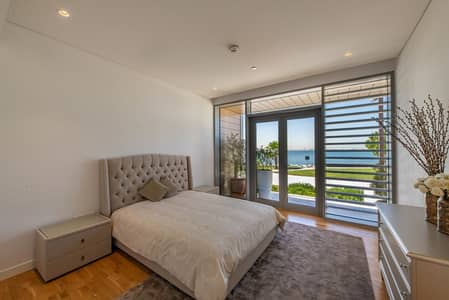 Stylish 4 Bedroom Townhouse | Sea View