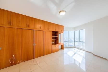 فلیٹ 2 غرفة نوم للايجار في شارع الشيخ زايد، دبي - Maids Room | Unfurnished | Spacious Apt