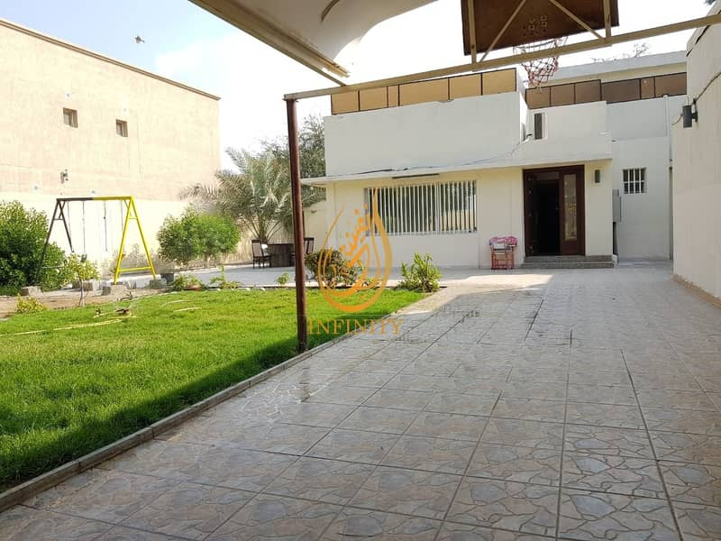 Spacious Four Bedrooms Villa with Garden and Covered Parking