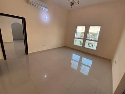 شقة رائعة مكونة من غرفة و صالة تقع في موقع جدا مميز قريبة من الخدمات الضرورية - بدون عمولة