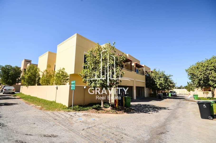 Excellent Townhouse   | 4 + 2 BR Upgraded Unit