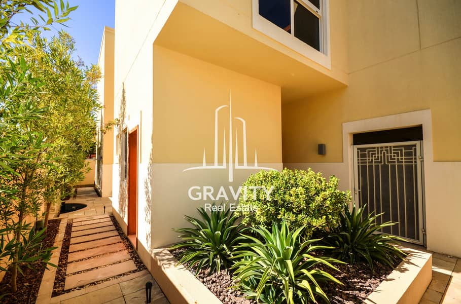 17 Excellent Townhouse   | 4 + 2 BR Upgraded Unit