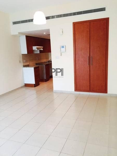 Well maintained and bright studio with balcony