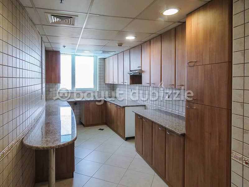 2 No Agency Commission! 2 Bedroom  Bright and Spacious