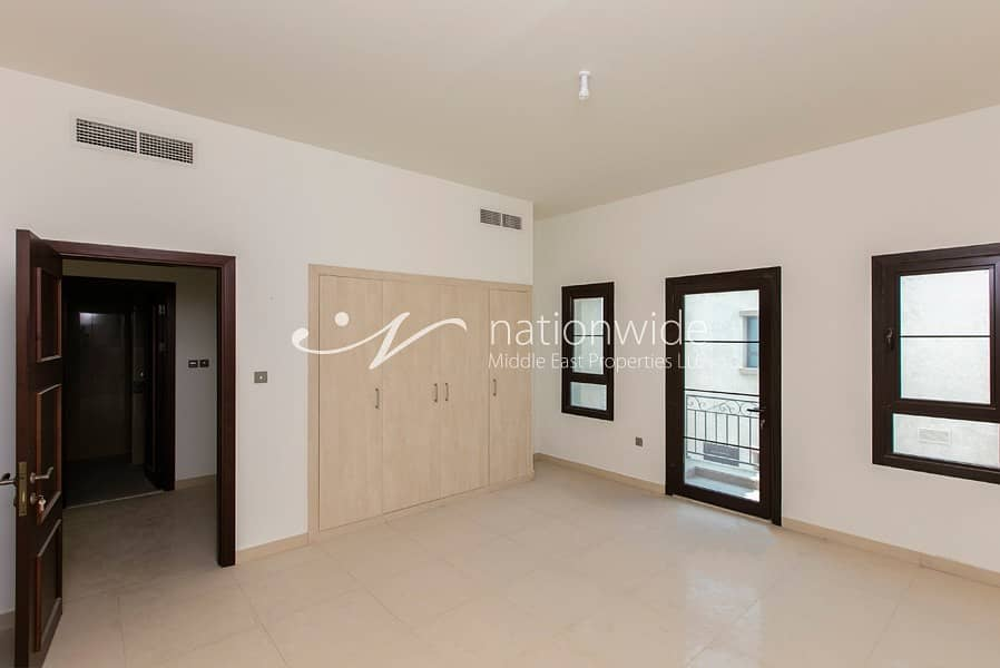 2 Sophisticated and Spacious Premium Townhouse