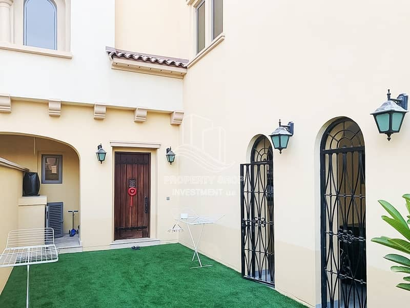 Deal For You!! Executive 4+Maid w/ Stylish Layout & Private Garden