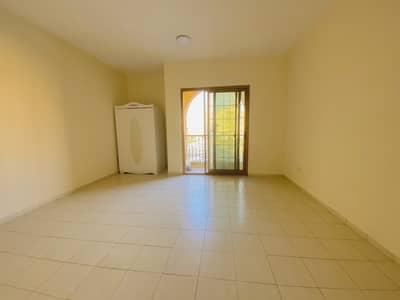 شقة 2 غرفة نوم للايجار في المدينة العالمية، دبي - شقة في الحي الإسباني المدينة العالمية 2 غرف 35000 درهم - 4858640
