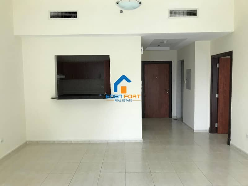 2 Chiller Free Huge Flat With Closed Kitchen..