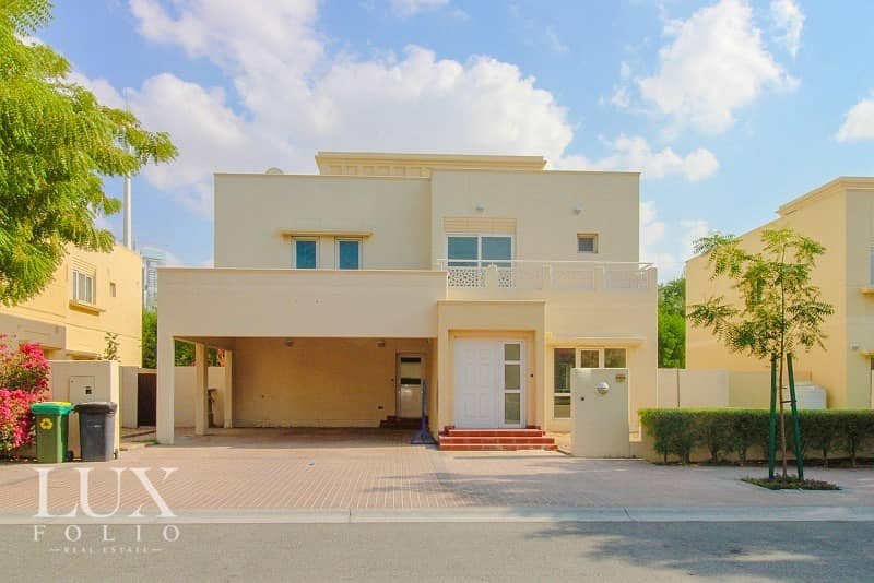 Immaculate|Large Family Home|Serene Garden|Vacant|