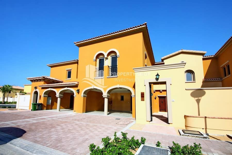 Elegant And Spacious Design 4+M w/ Huge Backyard