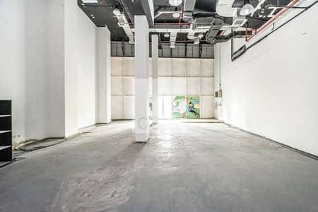 محل تجاري  للايجار في الخليج التجاري، دبي - Fully Fitted Retail | Low floor | Parking