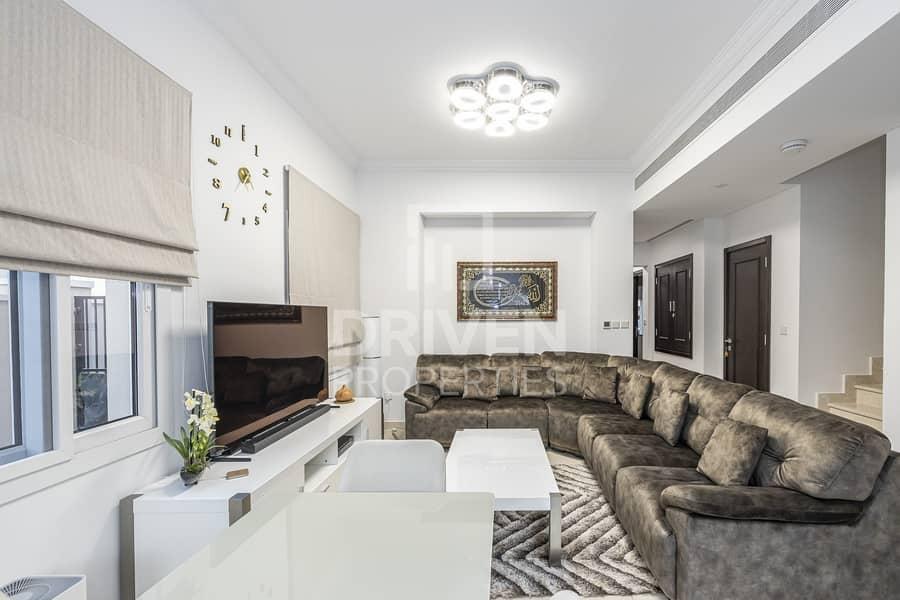 Bright & Fully Furnished   Corner Villa