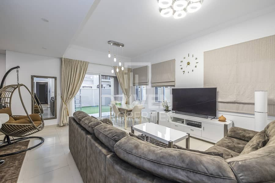 2 Bright & Fully Furnished   Corner Villa