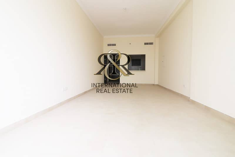 Spacious 1 Bedroom with Balcony | Highly Maintained