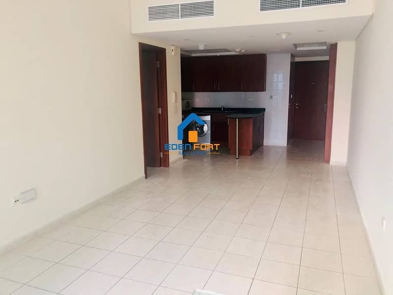 2 Chiller fRee | Well maintained|Spacious.